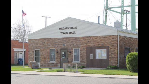 Medaryville council approves ordinance prohibiting livestock